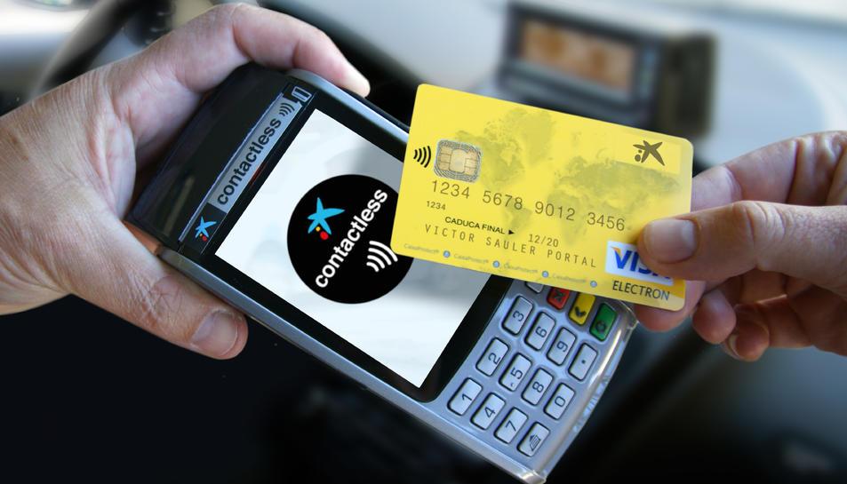 Quan es paga amb una targeta 'contactless', no cal introduir-la a la ranura del datàfon.