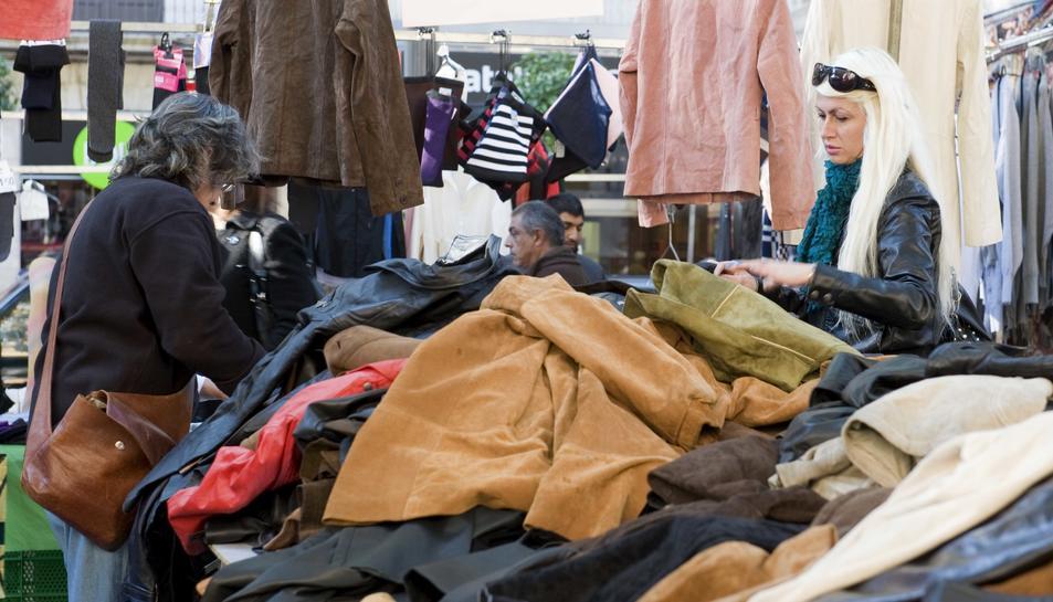 Els mercadets de marxants és un dels llocs on hi ha més comerços il·legals.