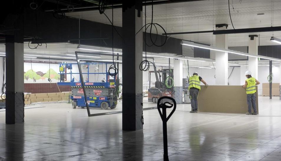 Imatge del supermercat, situat a la planta baixa de l'edifici.
