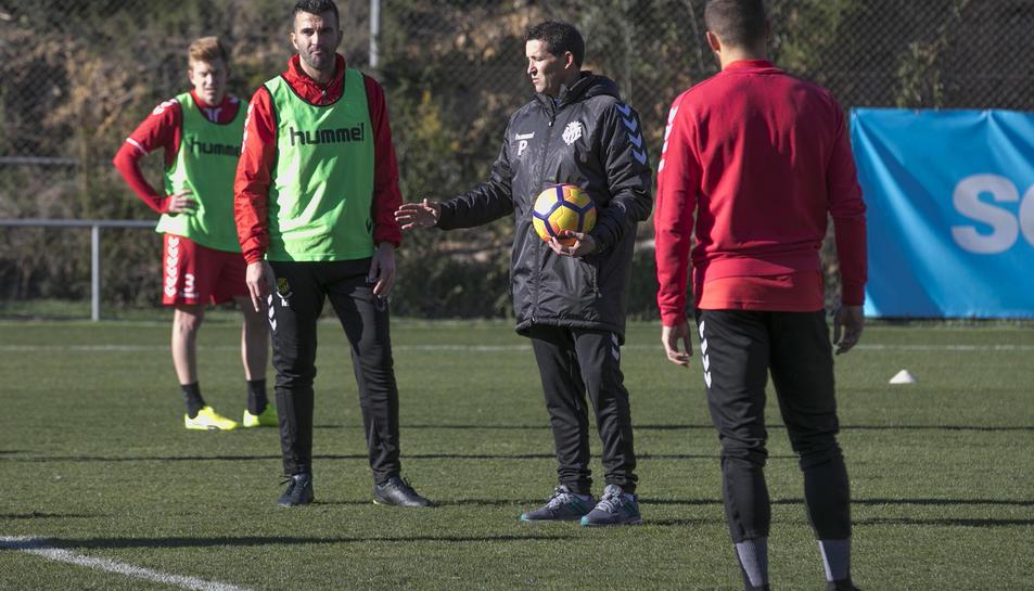 L'entrenador del Nàstic, Juan Merino, durant el primer entrenament de la tornada a la feina.