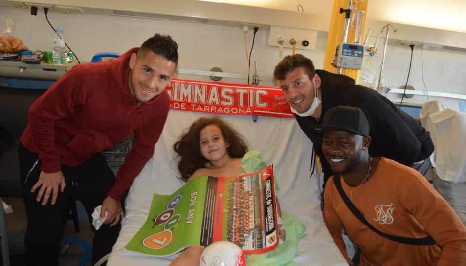 Imatge de la visita dels jugadors del Nàstic ingressats als hospitals tarragonins.