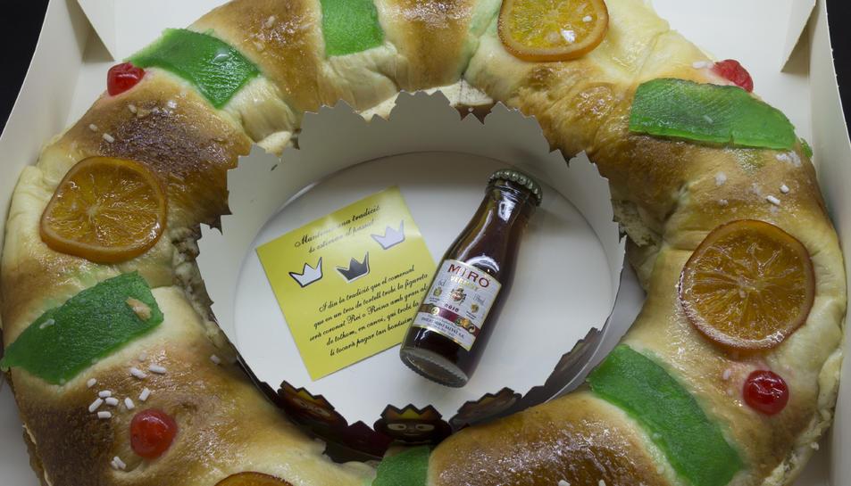 El tortell de Reis de La Costarrica inclou una ampolla de Vermuts Miró.