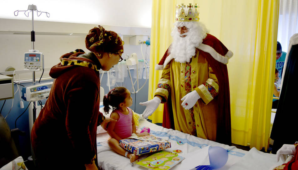 Melcior, Gaspar i Baltasar han repartit regals a la planta de pediatria de l'hospital tarragoní.