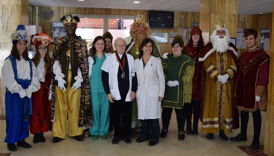 Els Reis han visitat l'Hospital Joan XXIII acompanyats dels seus patges.