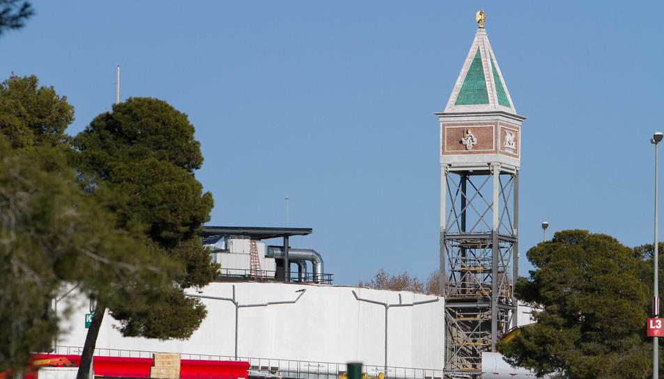 La torre que va cremar ja comença a prendre forma.
