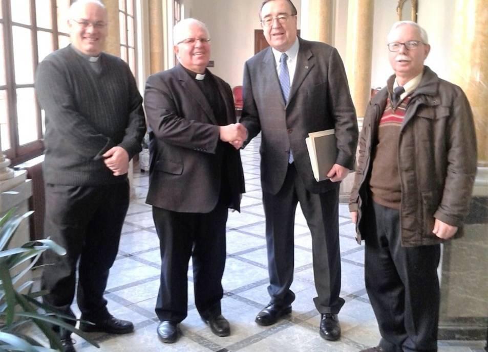 El president de la Fundació, Joan Josep Marca, i Joaquim Fortuny, al centre de la imatge.