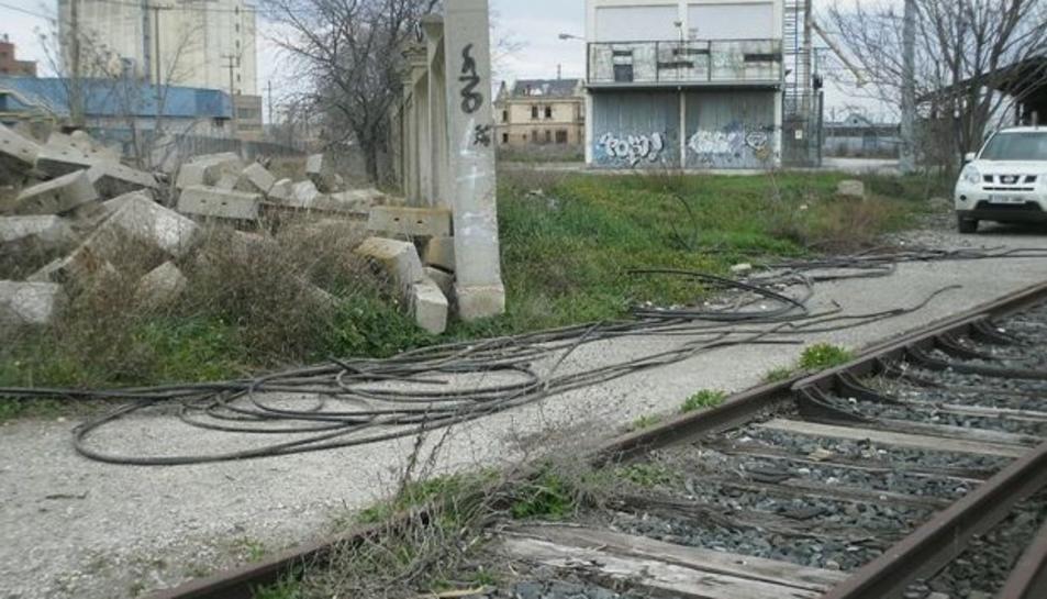 Imatge d'arxiu de restes de cable de coure sostret.