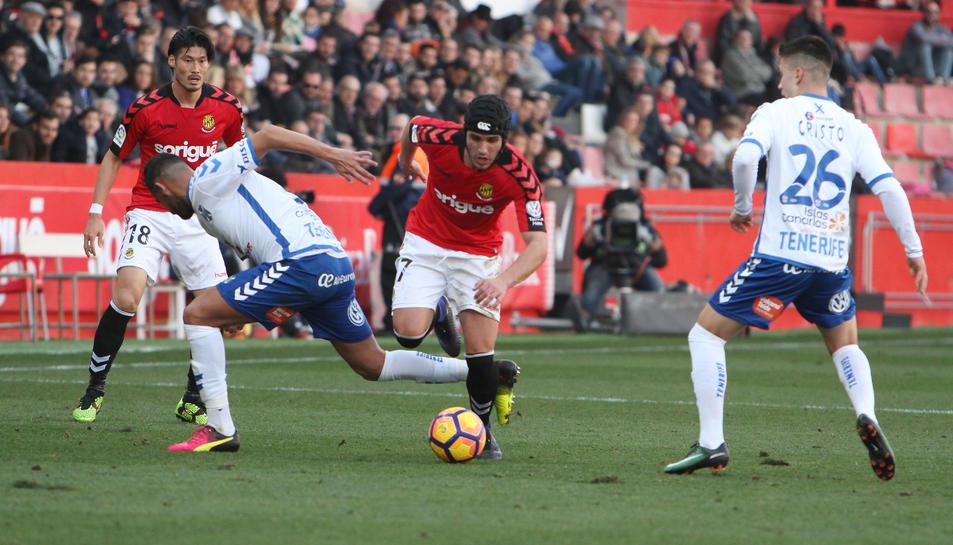 El migcentre duu una placa de titani des de la topada contra un rival del  Jaén, al Sevilla Altètic.