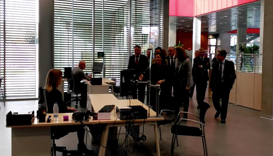 La vicepresidenta del govern, Soraya Sáenz de Santamaría, en la inauguració del nou edifici de la Seguretat Social a Reus.