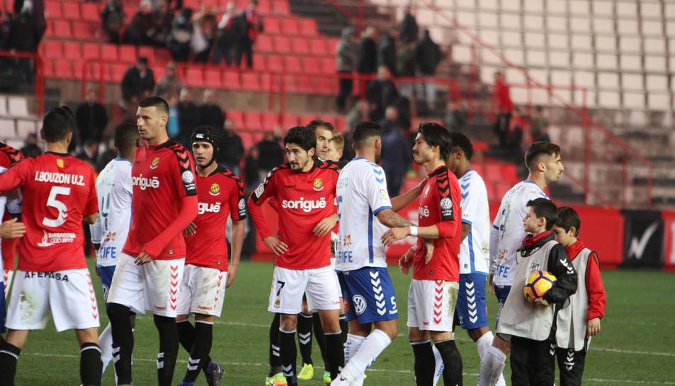 Bouzón i el debutant Perone van ser novetat en l'eix de defensa.
