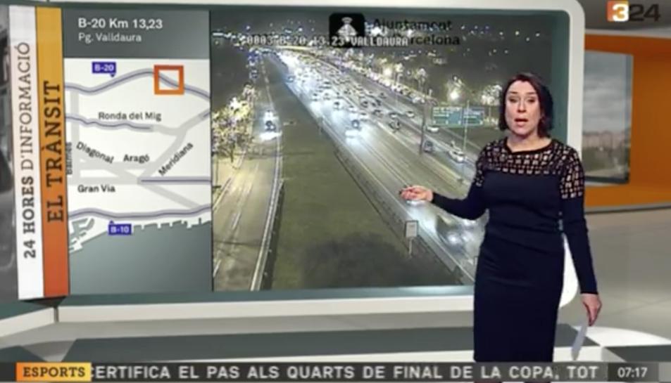 La periodista tarragonina Laura Solé protagonitza un moment divertit mentre dóna la informació del trànsit.