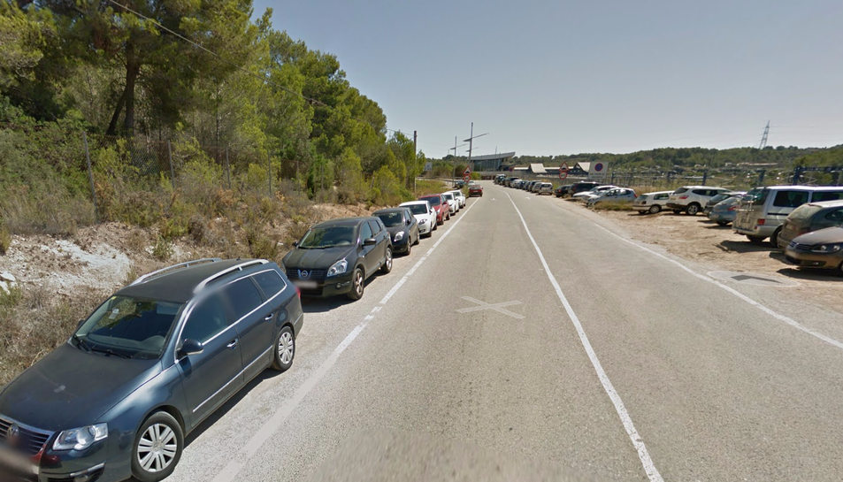 El consistori vol acabar amb la problemàtica dels estacionaments al voral de la carretera.