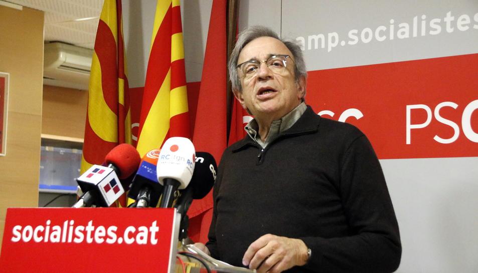 Xavier Sabaté en roda de premsa a la seu del PSC a Tarragona aquest dijous.