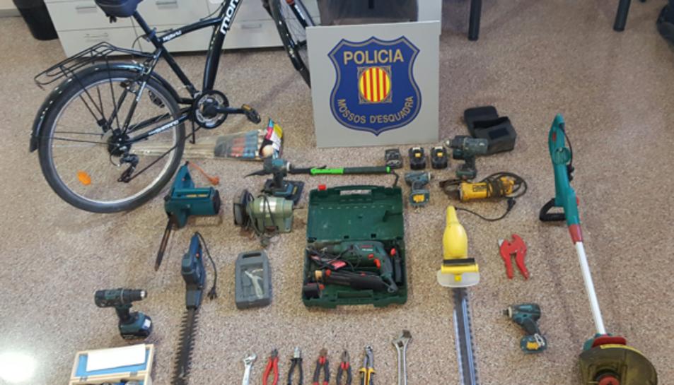 Alguns dels objectes robats que han pogut recuperar els Mossos d'Esquadra.