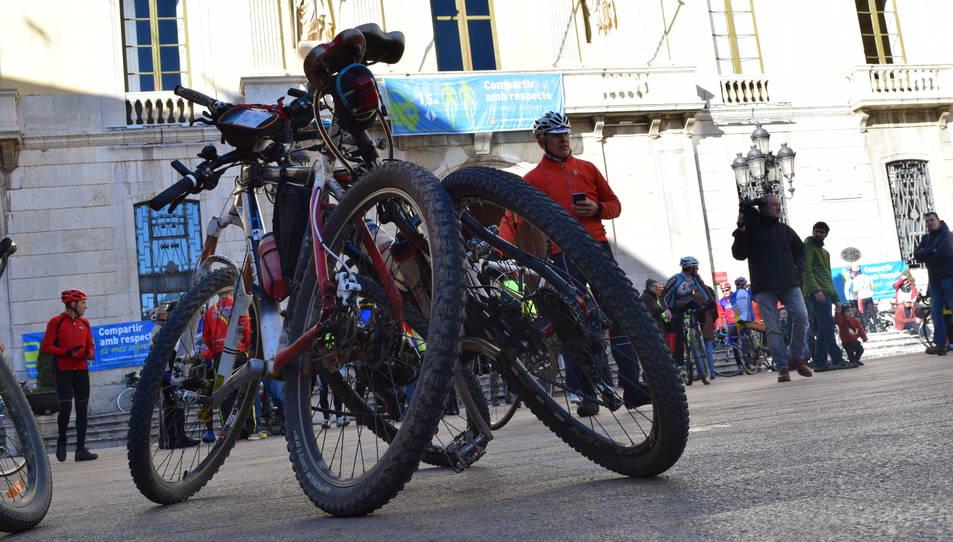 Les bicicletes han omplert la Plaça de la Font.