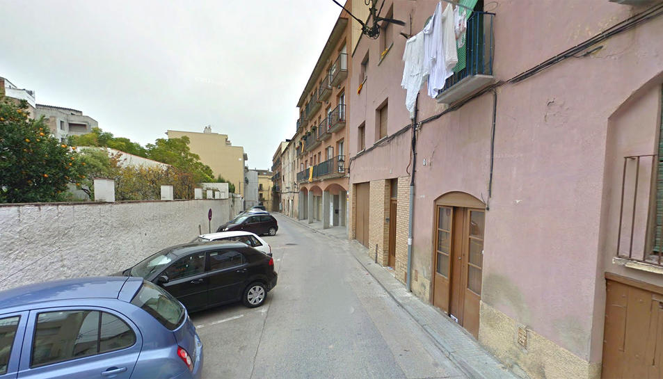 L'accident s'ha produït al carrer Candela de la ciutat de Valls.
