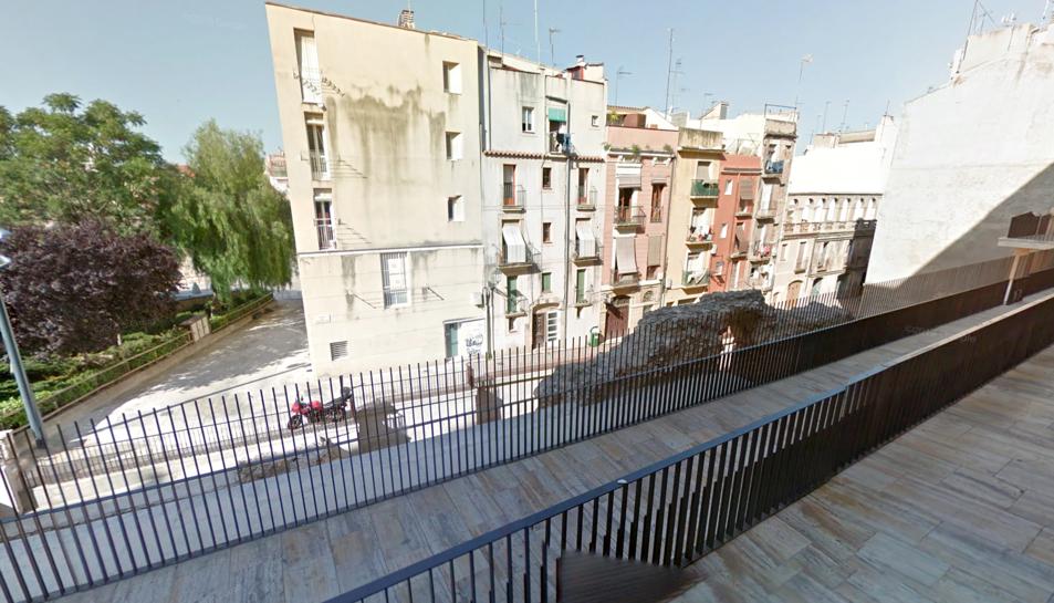 El detingut va afectar la instal·lació elèctrica del jaciment del carrer enrajolat.
