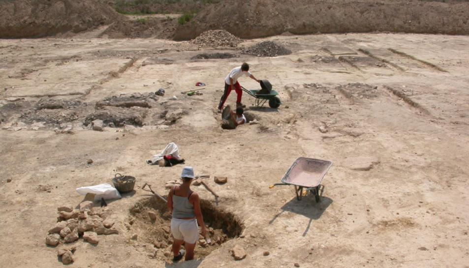 Vista dels treballs d'excavació arqueològica de l'any 2005.