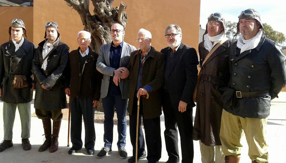 Josep Capellades i Sala, al centre de la imatge, homenatjat durant el 40è aniversari de l'Associació d'Aviadors de la República.