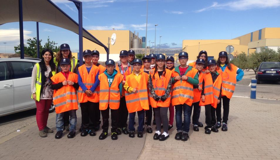 Escolars que van visitar la planta d'SCA Valls l'any passat com a part del projecte APQUA.
