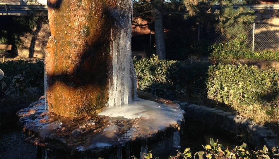 El gel ha aparegut aquest dimecres a diverses zones de Prades.