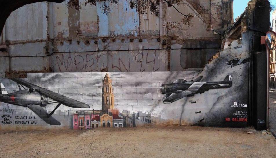 El mural pintat per Josep Prous està ubicat a l'encreuament entre la Riera Miró i el carrer del Roser.