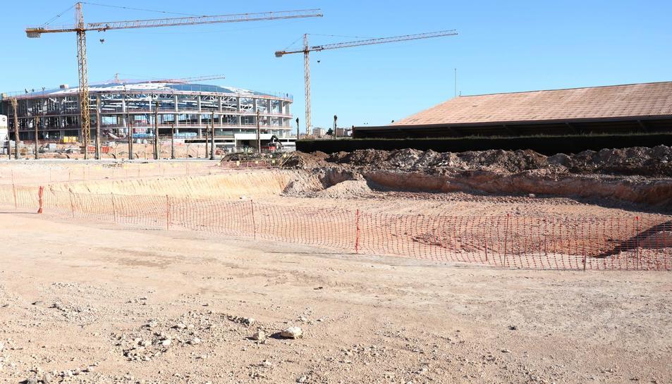 El camp de rugbi estarà situat al costat de la piscina olímpica de 50 metres.