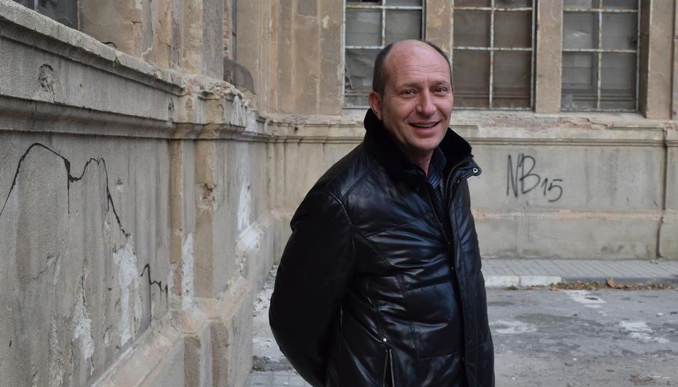 El director en funcions del MNAT, Xavier LLovera, aquest dijous al costat de l'edifici de l'antiga Tabacalera.
