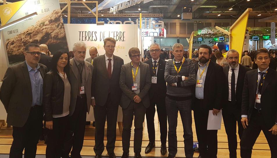 Foto de família durant la presentació del festival terres Catalunya - INTERNATIONAL ECO & TOURISM FILM a Fitur, a Madrid, aquest 19 de gener de 2017