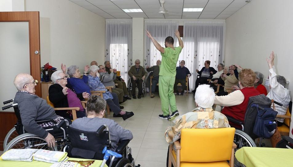 Una imatge dels residents en un saló del Casal dels Avis d'Alforja.