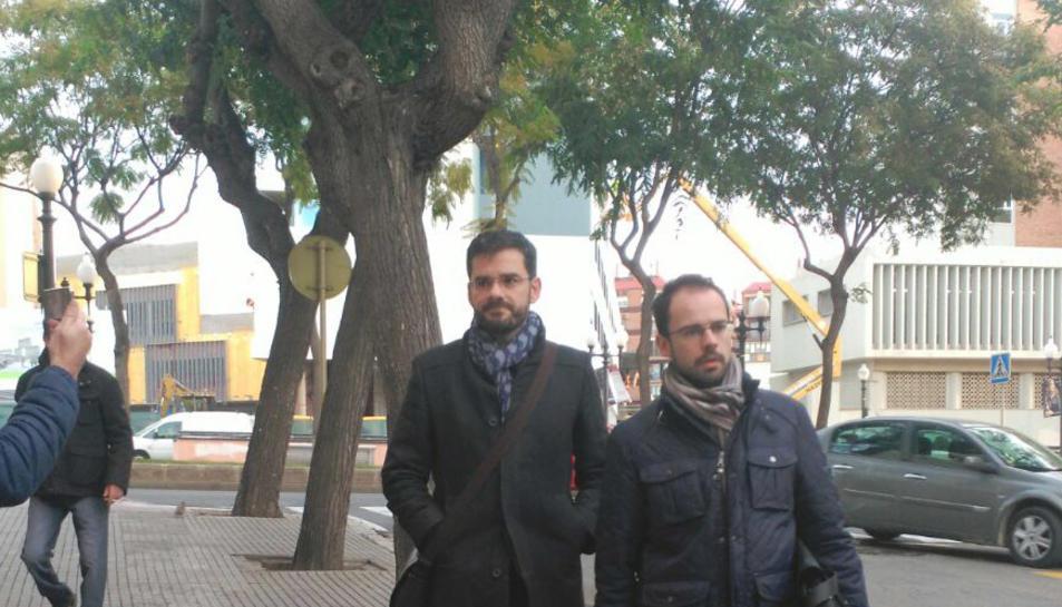 L'excap del gabinet d'alcaldia, Gustavo Cuadrado, arribant als jutjats.