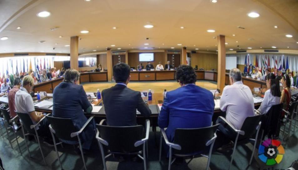 Una de les reunions realitzades per tractar el futbol femení.