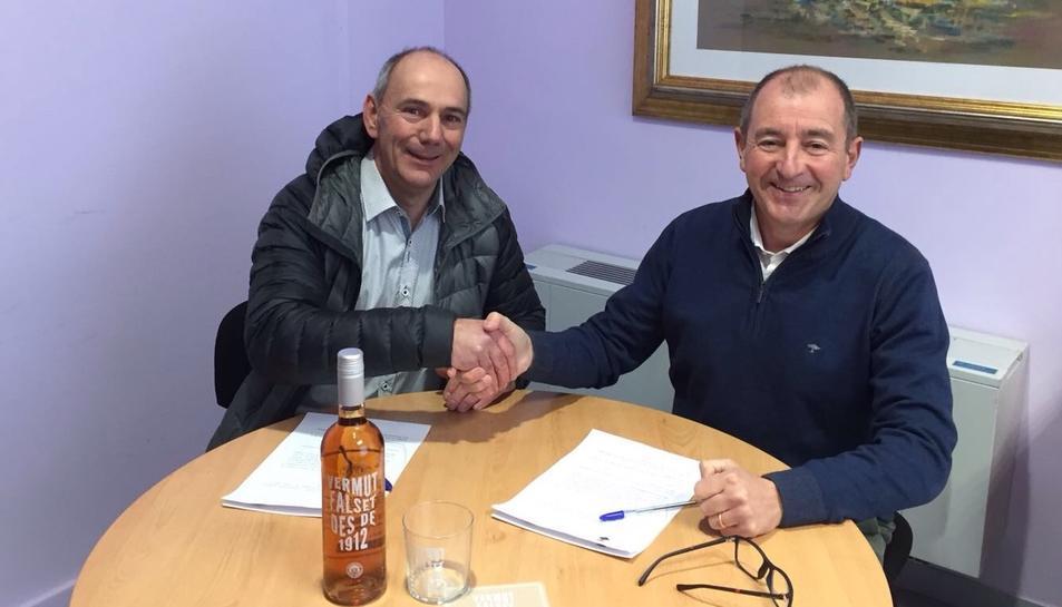 L'alcalde de Falset, Jaume Domènech, i el president de la Cooperativa Falset-Marçà, Ricard Rull.