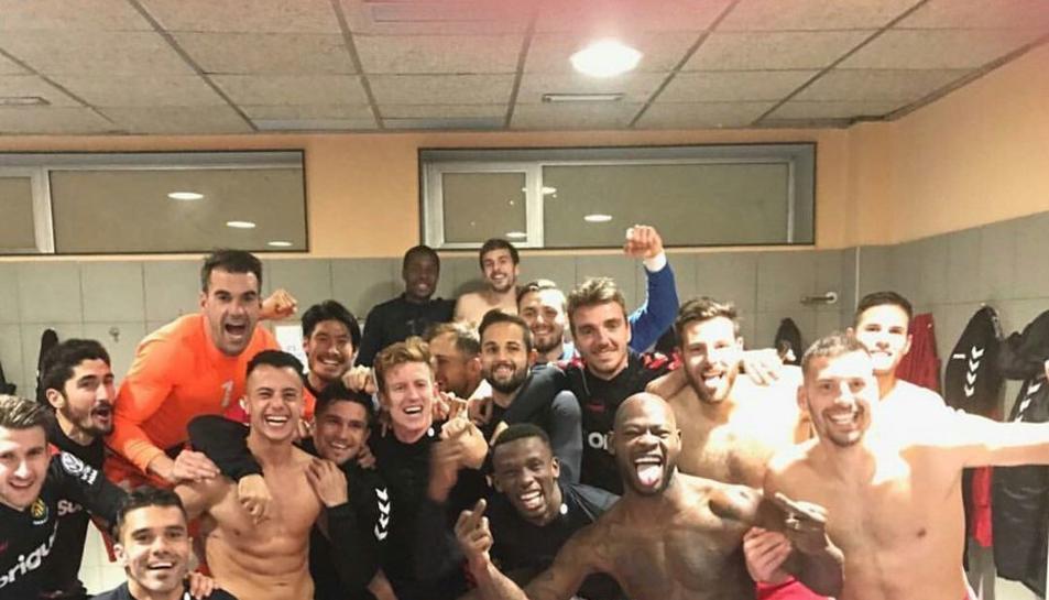 Els jugadors, celebrant al vestidor.