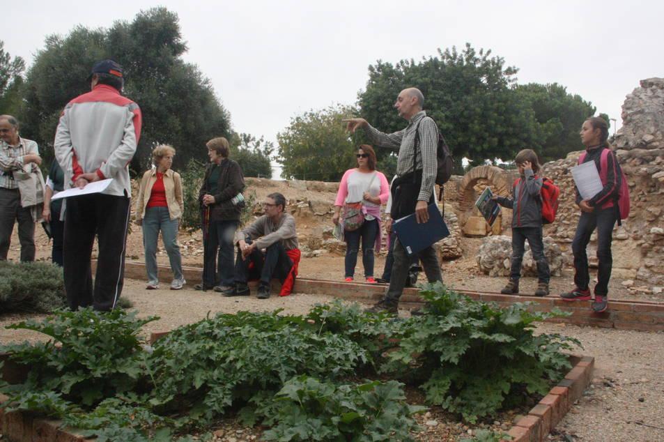 Imatge retrospectiva d'una visita guiada a la Vil·la romana dels Munts.
