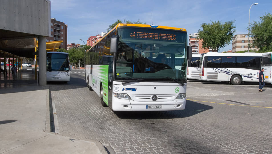 Imatge d'arxiu d'un dels vehicles de la línia e4.