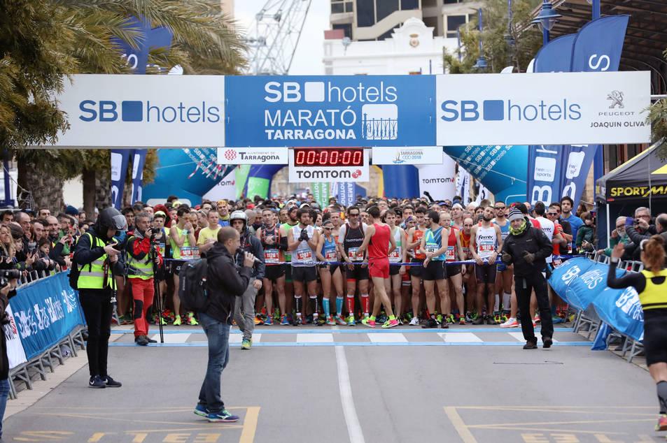 La Marató de Tarragona ha sortit des del Moll de Costa i ha comptat amb un gran nombre de corredors.