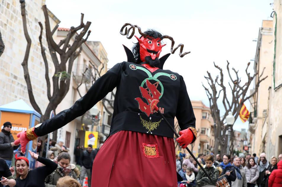 La Festa Major d'Hivern de Constantí ha servit per presentar el nou Gegant Balaam amb una trobada on han participar colles de poblacions veïnes.