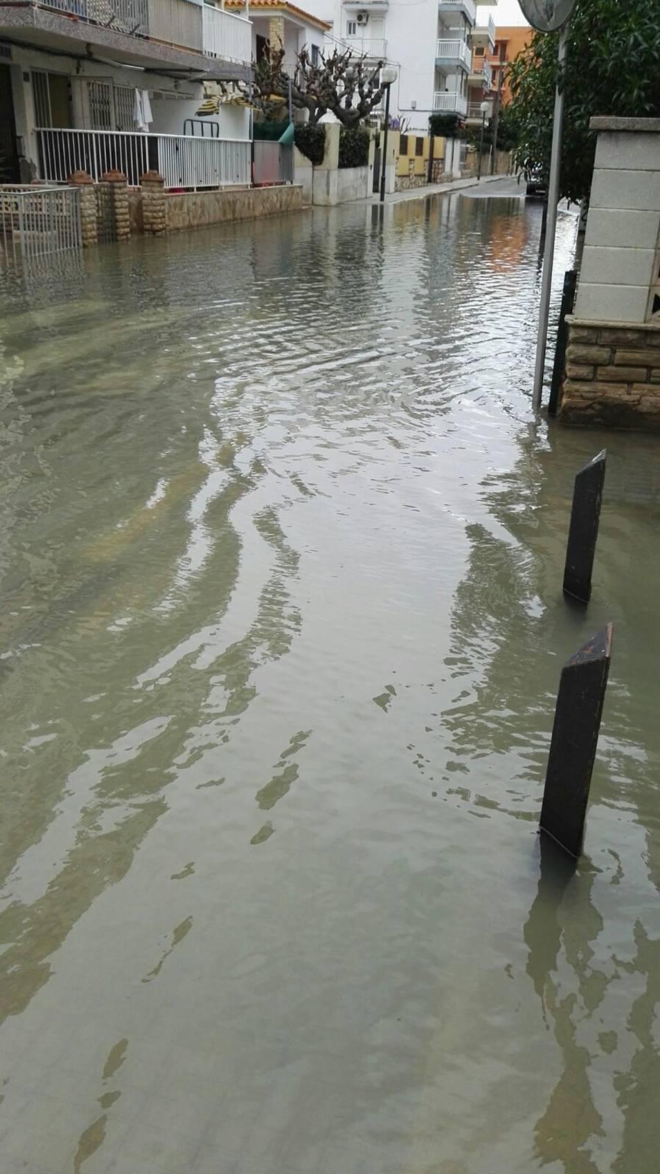 L'aigua ha inundat els carrers.