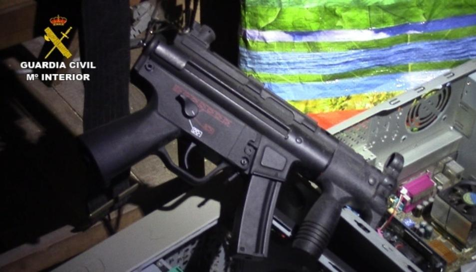 Una de les armes intervingudes per la Guàrdia Civil.