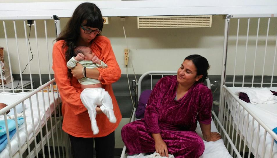 L'Alba, que sap parlar àrab, ha fet de traductora en diversos hospitals que atenen els refugiats.