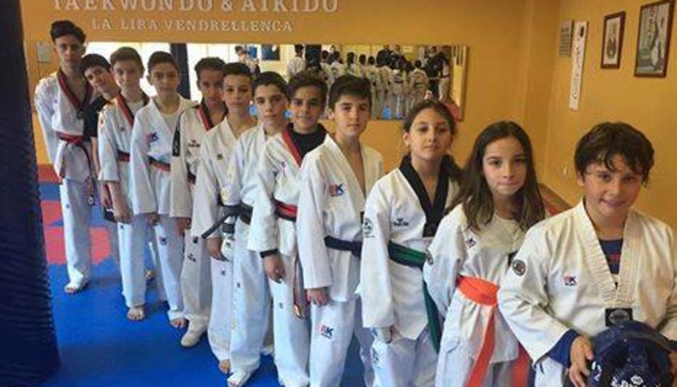 Imatge dels integrants de la secció de Taekwondo de la Lira Vendrellenca.