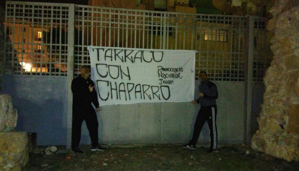 La pancarta que van penjar.