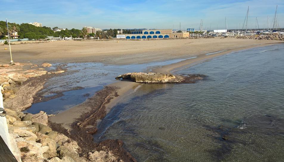La platja de la Pelliseta bruta en un dels darrers episodis, al desembre, que es va repetir fa uns dies.
