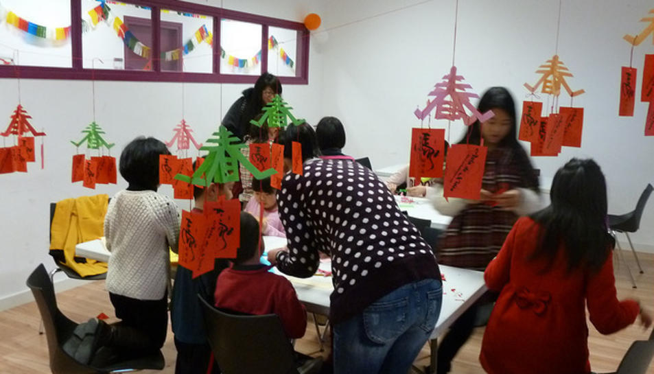 Es realitzaran tallers de dansa, música, jocs i cuina tradicional, entre d'altres.