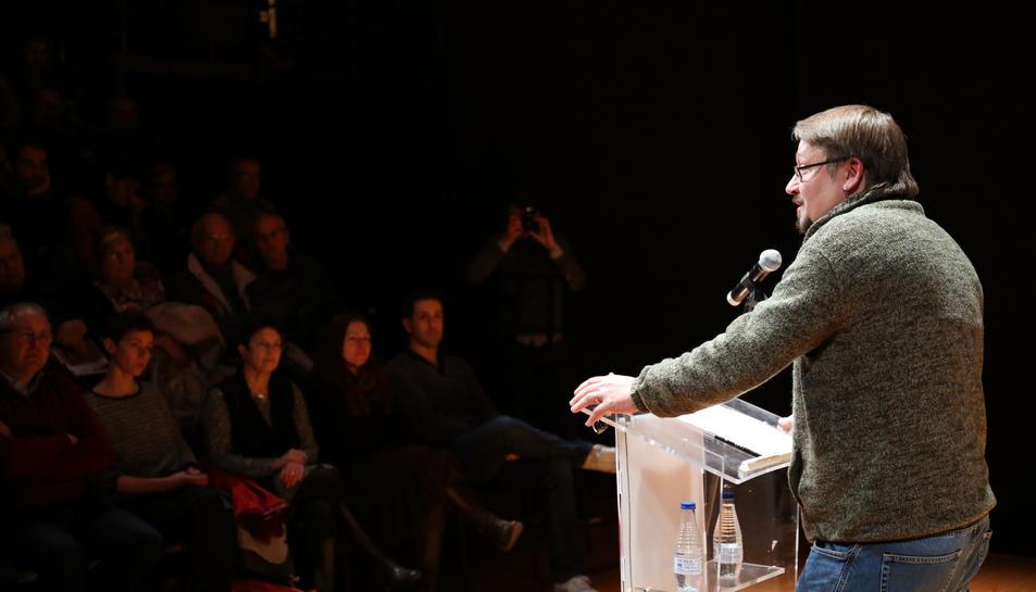 Xavier Domènech, ahir a la tarda durant la seva intervenció al Teatre El Magatzem.
