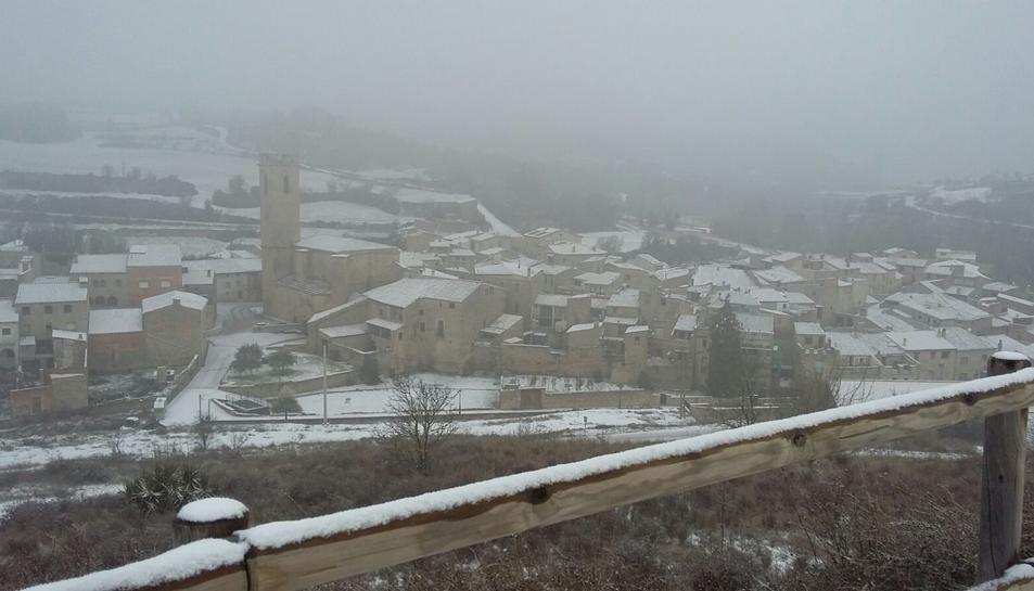 A mitja tarda ha començat a nevar a Conesa.