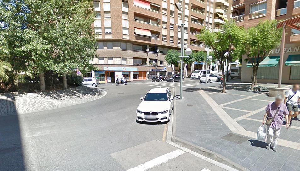 L'accident es va produir en aquesta cruïlla del carrer Pere Martell.