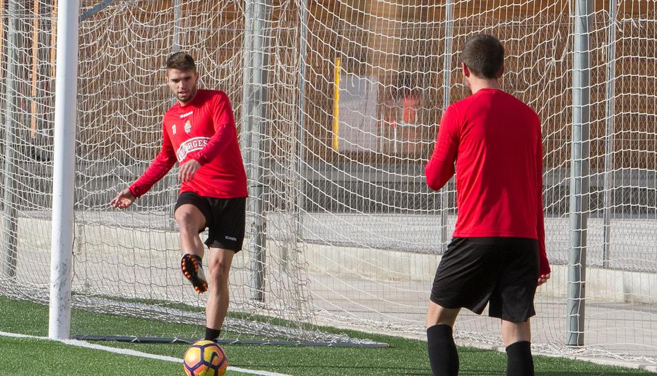D'esquerra a dreta, Ramon Folch, Edgar Badia i Fran Carbia, durant un dels entrenaments d'aquesta temporada, al verd de Riudoms.