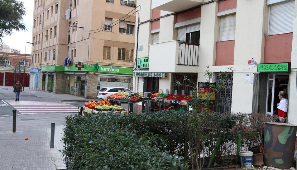 Comerços al carrer Astorga, al barri Fortuny.